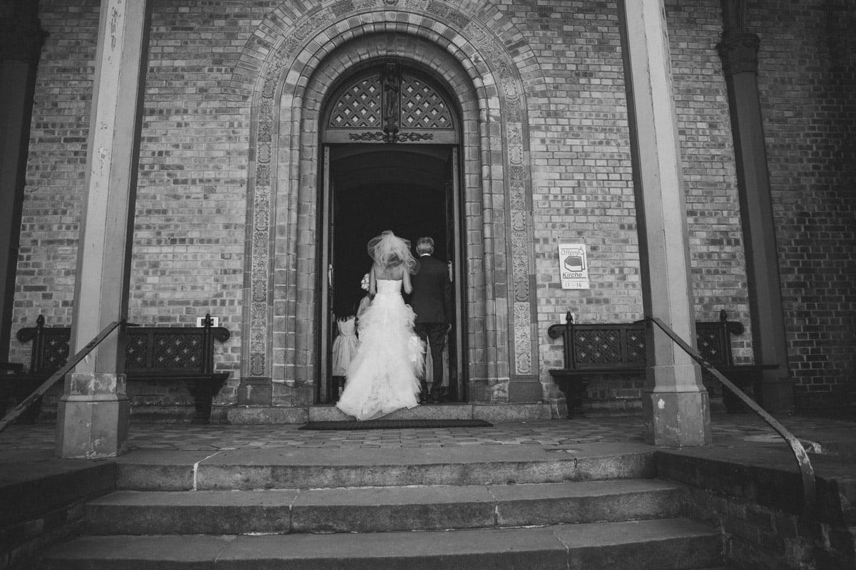 Hochzeitsfotograf. Sankt Peter und Paul in Nikolskoe